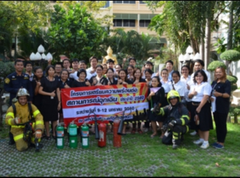 Student in Facility Management Basic fire training And practice the evacuation of flames in the year 2017