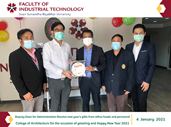 Deputy Dean for Administration Receive new year's gifts from office heads and personnel College of Architecture On the occasion of greeting and Happy New Year 2021