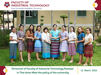 Personnel of Faculty of Industrial Technology Ruamjai in Thai dress Meet the policy of the university