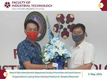 Head of Police Administration Department Faculty of Humanities and Social Sciences Congratulations on giving flowers Assistant Professor Dr. Suraphan Ratanavadi